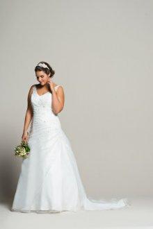 Свадебное платье для полных со шлейфом