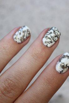 Мраморный маникюр на короткие квадратные ногти