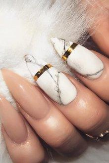 Мраморный маникюр на острые ногти