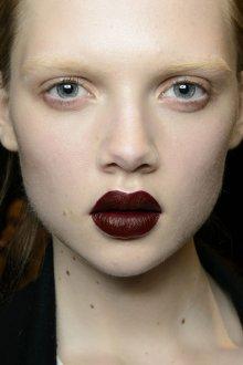 Бордовый макияж акцентный