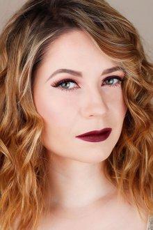 Бордовый макияж для блондинок