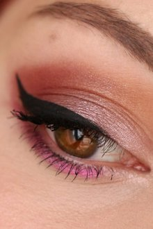 Бордовый макияж двухцветный