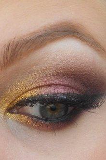 Бордовый макияж глаз
