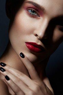 Бордовый макияж повседневный