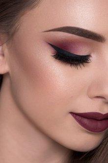 Бордовый макияж для русых