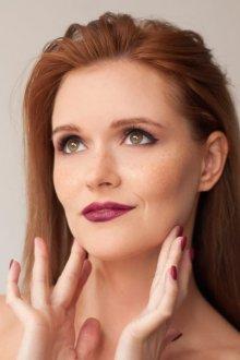 Бордовый макияж для рыжих