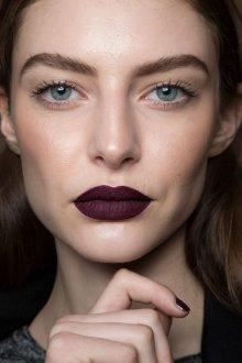 Бордовый макияж темный