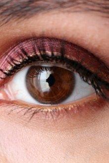 Бордовый макияж с золотом