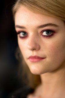 Бордовый макияж глаз естественный