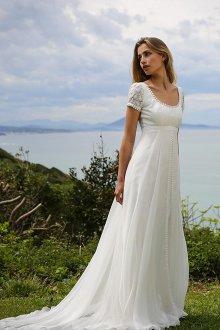 Кружевное свадебное платье в стиле ампир