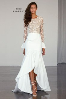 Кружевное свадебное платье асимметричное