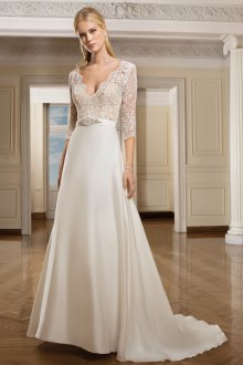 Кружевное свадебное платье атласное