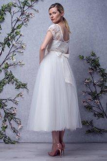 Кружевное свадебное платье с бантиком