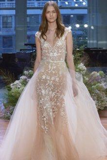 Кружевное свадебное платье бежевое