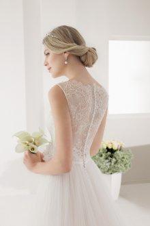 Кружевное свадебное платье блестящее