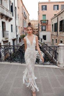Кружевное свадебное платье с бусинами
