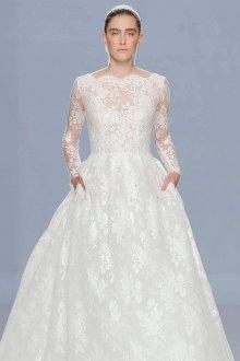Кружевное свадебное платье классическое