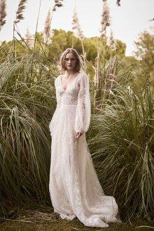 Кружевное свадебное платье с рукавами фонариками