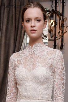 Кружевное свадебное платье под горло