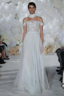 Кружевное свадебное платье в горошек