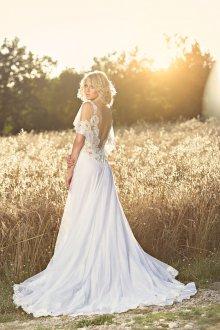 Кружевное свадебное платье с коротким рукавом