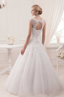 Кружевное свадебное платье с корсетом