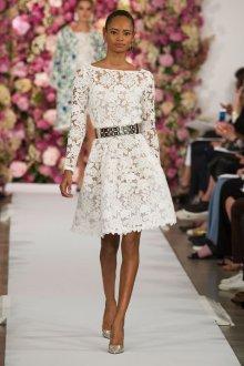 Кружевное свадебное платье мини