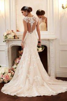 Кружевное свадебное платье молочного цвета
