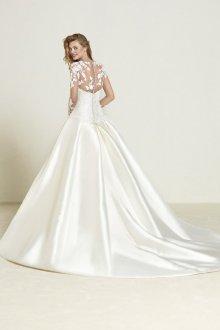 Кружевное свадебное платье невесты