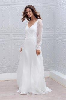 Кружевное свадебное платье с отделкой