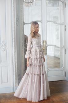 Кружевное свадебное платье пастельных тонов