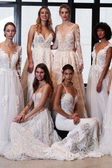Кружевное свадебное платье показ