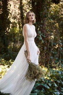 Свадебное платье с кружевным поясом