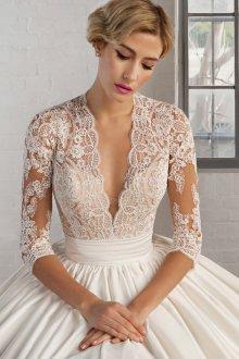 Кружевное свадебное платье ручной работы