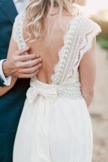 Свадебное платье с кружевной спиной винтажное