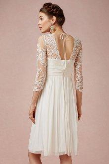 Кружевное свадебное платье средней длины