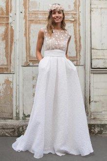 Кружевное свадебное платье стильное