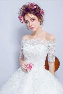 Кружевное свадебное платье со стразами