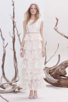 Кружевное свадебное платье с оригинальной юбкой