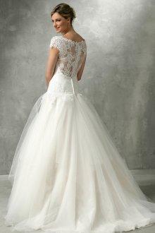 Кружевное свадебное платье с заниженной талией
