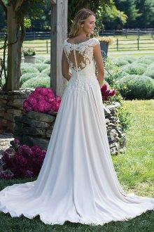 Кружевное свадебное платье с застежкой на спине