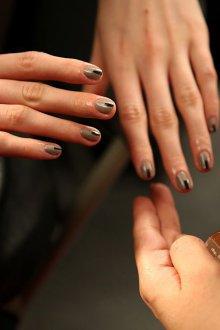 Серый маникюр дизайн ногтей