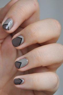 Серый маникюр геометрический