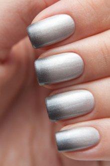 Серый маникюр градиент металлик