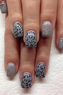 Серый маникюр леопардовый