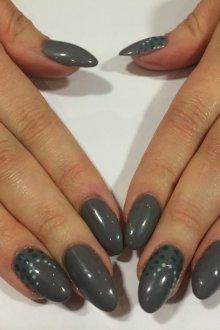 Серый маникюр на миндальные ногти