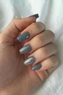 Серый маникюр на нарощенные ногти