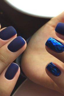 Маникюр битое стекло синий матовый