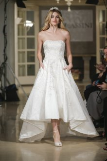 Свадебное платье со шлейфом асимметричное