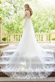 Свадебное платье со шлейфом на бретели